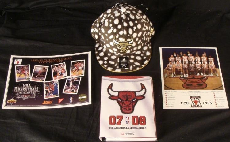 Chicago Bulls Lot Cow Hat, 2007-08 Media Guide 96 Photo