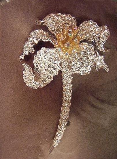 CLASSIC DESIGNER NOLAN MILLER STYLISH FLOWER BROOCH MWF