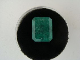 6.69 Carat Bright Glowing Green Emerald Gemstone