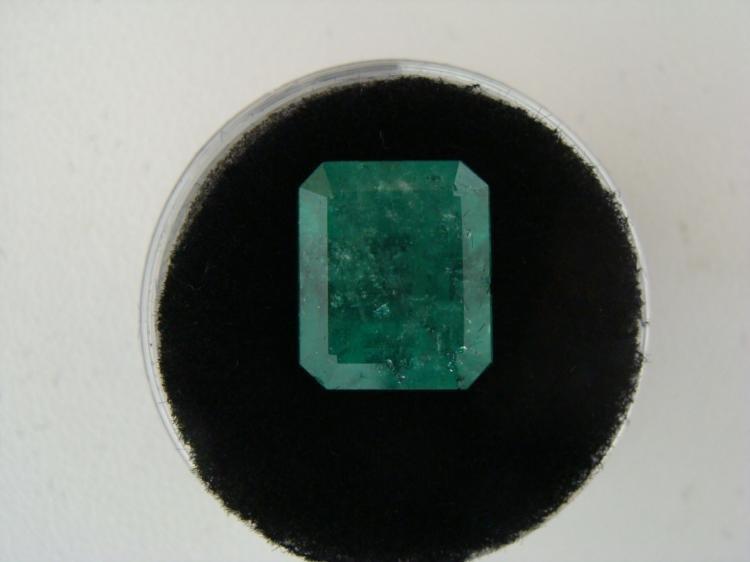 6.69 Carat Bright Glowing Green Emerald Gemstone
