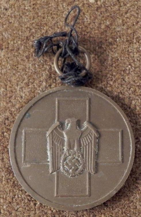 Nazi WWII fur deutfche Volkspflege Red Cross Medal