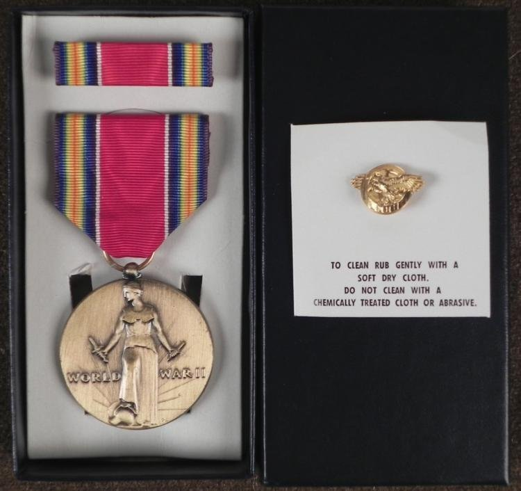 WWII U.S. VICTORY MEDAL RIBBON BAR & RUPTURED DUCK PIN