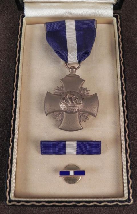 RARE ORIGINAL CASED WWII U.S. NAVY CROSS MEDAL