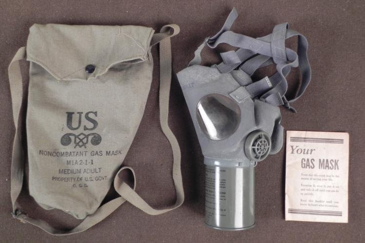 1943 U.S. GAS MASK, CANVAS CARRY BAG & INSTRUCTION BOOK