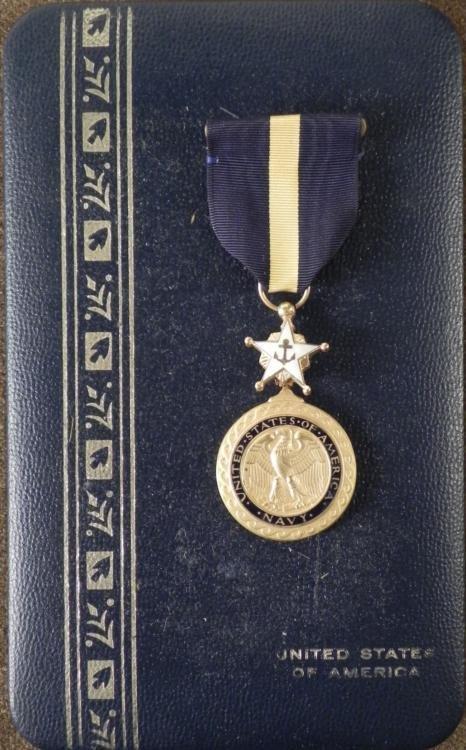 VINTAGE DISTINGUISHED SERVICE MEDAL FOR THE US NAVY