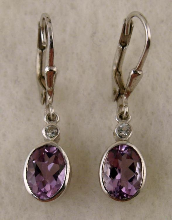 1 PAIR EARRINGS WHITE & YELLOW GOLD PURPLE OVAL GEM