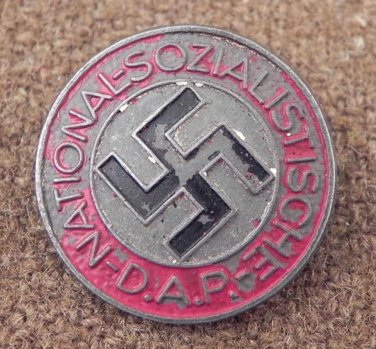 ORIGINAL NAZI NSDAP RARE PAINTED PARTY MEMBERSHIP BADGE