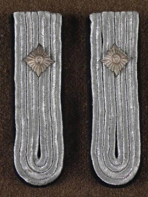 WWII Original Nazi Silver Shoulder Boards Pair w/ Pips