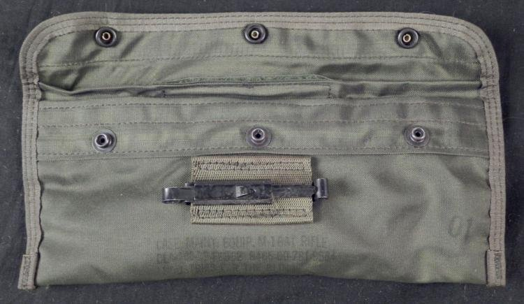U.S. ARMY M16A1 RIFLE GUN CLEANING KIT IN POUCH - 2