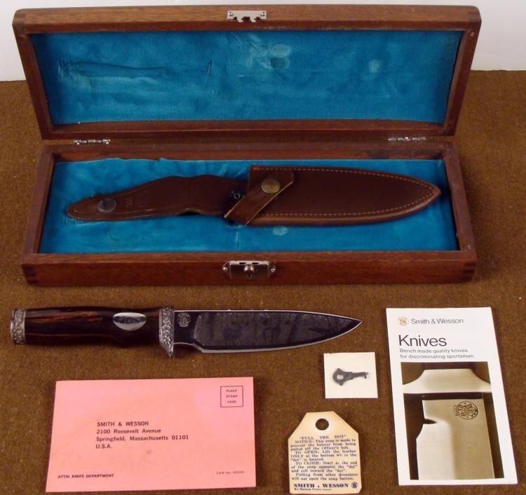 VINTAGE SMITH & WESSON PREMIER ETCHED SPORTSMAN KNIFE