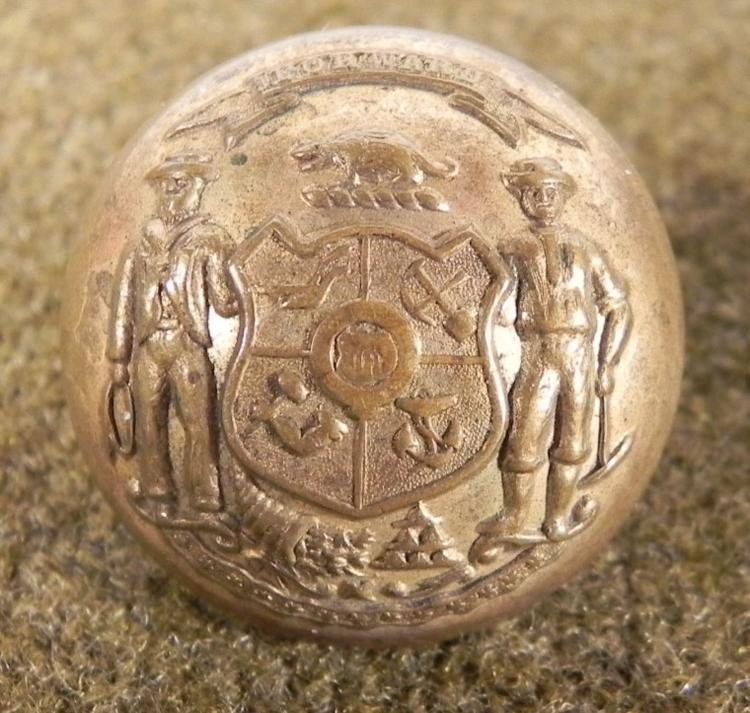 WISCONSIN STATE SEAL SPANISH-AMERICAN WAR COAT BUTTON