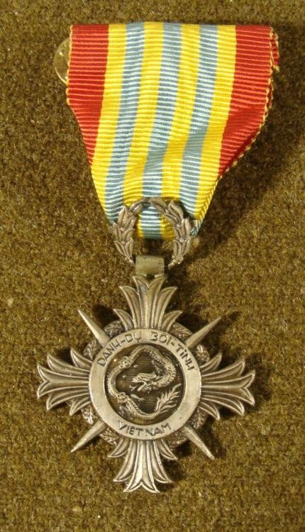 VIETNAM HONOR SERVICE MEDAL MALTESE CROSS WITH RIBBON