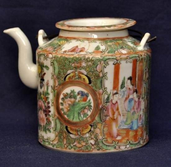Rose medallion teapot with cover late Qing.