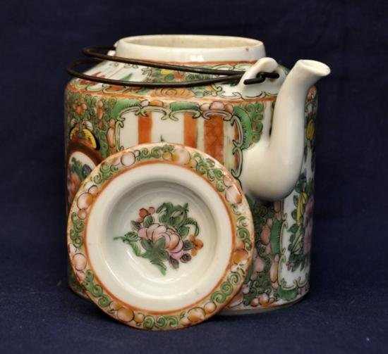 Rose medallion teapot with cover late Qing. - 3
