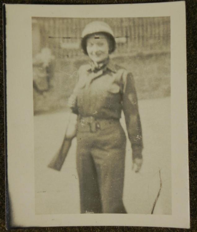 ORIG WWII PHOTO OF MARLENE DIETRICH ON EUROPEAN FRONT
