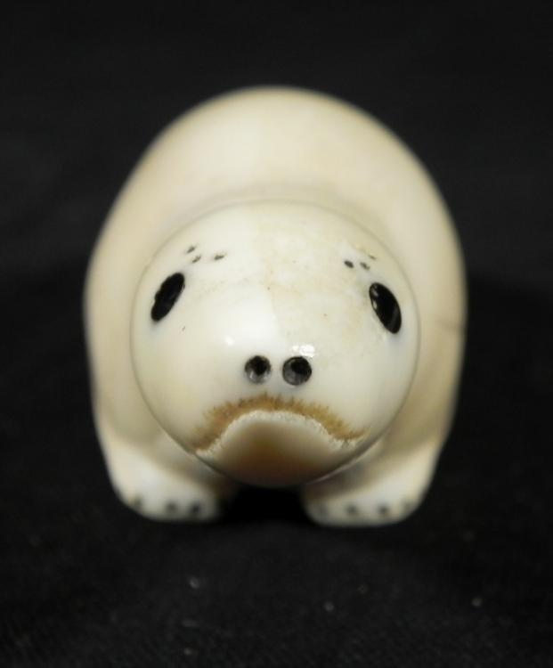 Vintage Ivory Carved Eskimo Seal Figurine - 3