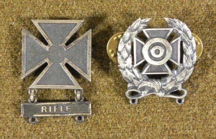 WWII MARKSMAN BADGE WITH RIFLE BAR (BOTH STERLING)