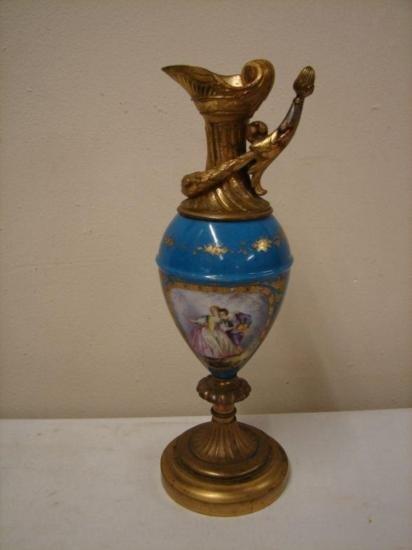 Sevres style 19th C gilded Urn (ET1817)