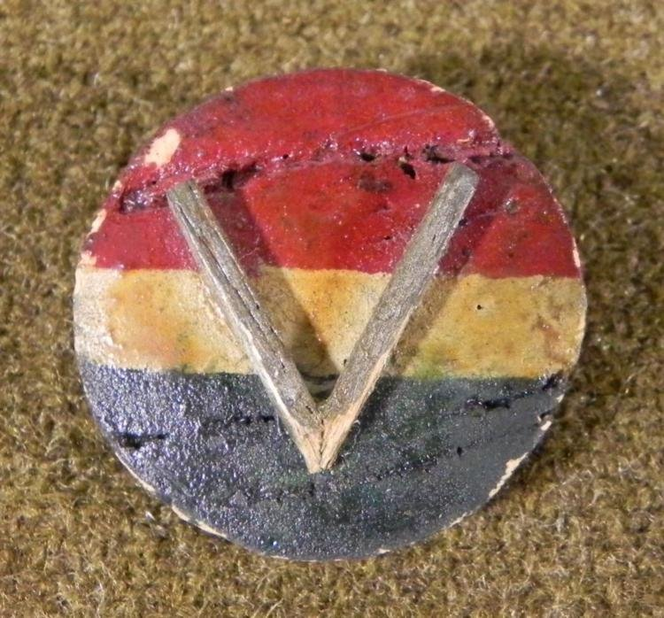 """ORIGINAL WWI """"V"""" FOR VICTORY HAND MADE WOODEN PIN"""