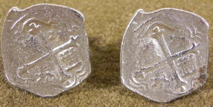 VINTAGE PAIR OF COIN CUFFLINKS SOUVENIR LUCAYA BAHAMAS