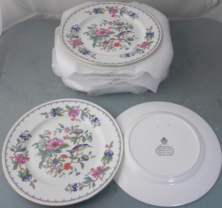 14) Aynsley Pembroke China Dinner Plates London