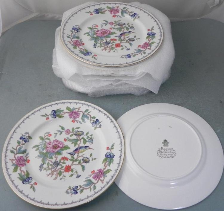 14) Aynsley Pembroke China Dinner Plates London