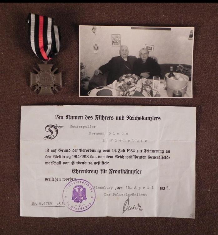 ORIGINAL GROUPING WWI COMBATANTS CROSS DOCUMENT HITLER
