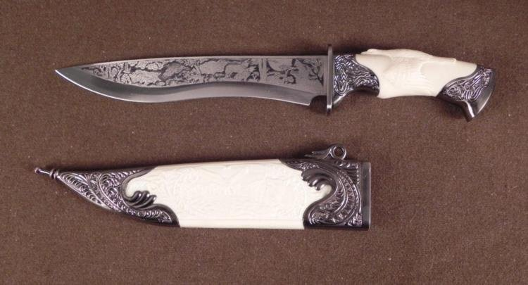 DOUBLE ENGRAVED HUNTING KNIFE EAGLE SPREAD OVER GRIP