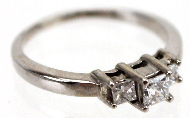 LADIES 14K GOLD PAST PRESENT FUTURE DIAMOND RING
