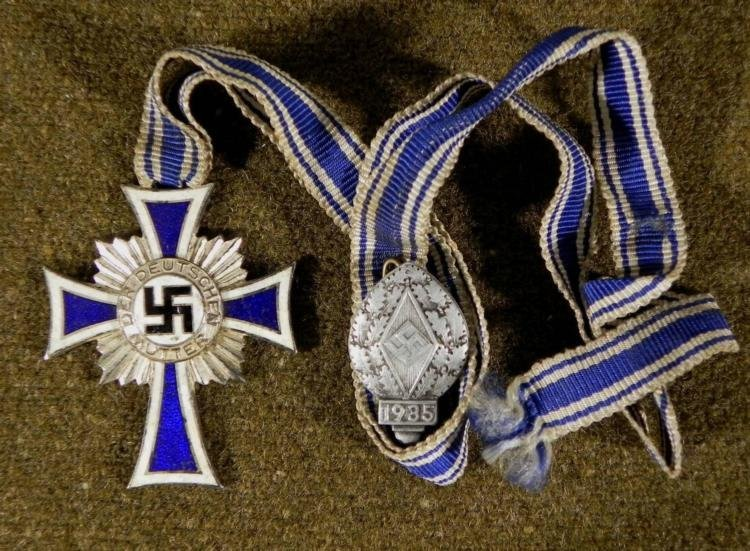 NAZI SILVER MOTHERS CROSS & SONS 1935 HITLER YOUTH PIN