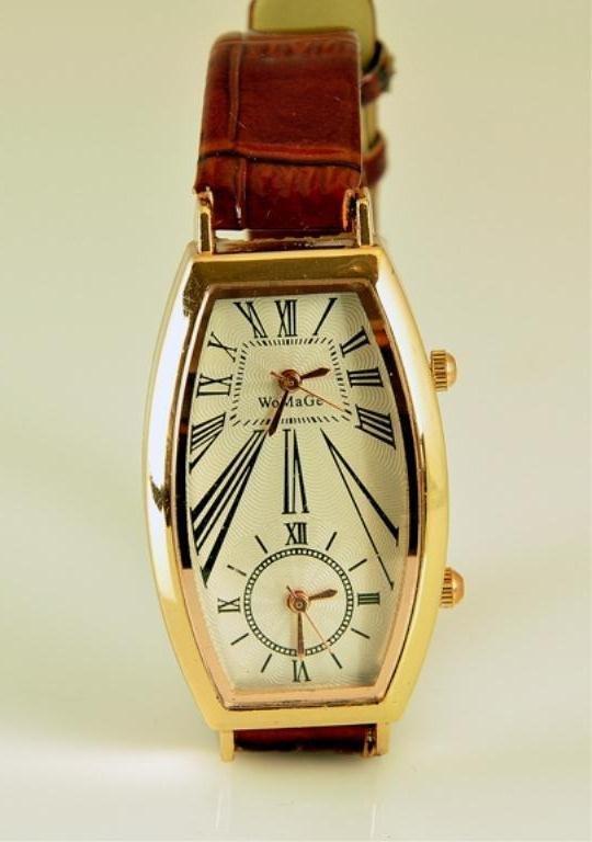Unisex Wrist Watch With Brown Alligator Skin Band