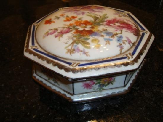 Large French porcelainLimoges box signed