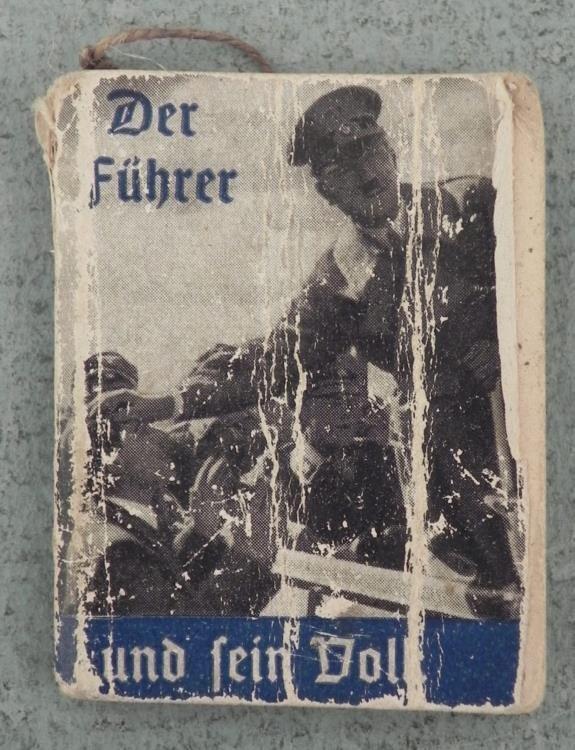 """NAZI """"DER FUHRERUND FEIN VOLK"""" MINI PROPAGANDA BOOK"""