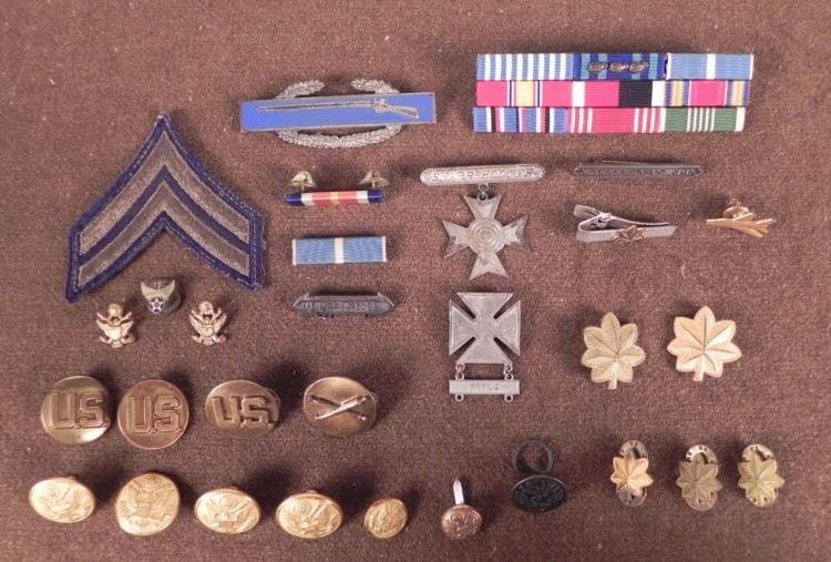 COLLECTION OF 28 US AWARDS,INSIGNIA,RIBBON BARS,RANK IN