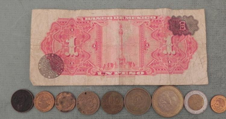 9 Old Mexican Coins & 1961 Paper Un Peso - 2