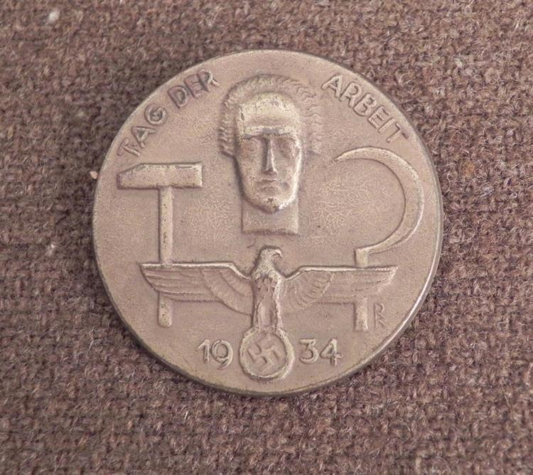 NAZI 1936 TAG DER ARBEIT BADGE-EAGLE/SWASTIKA-BRASS