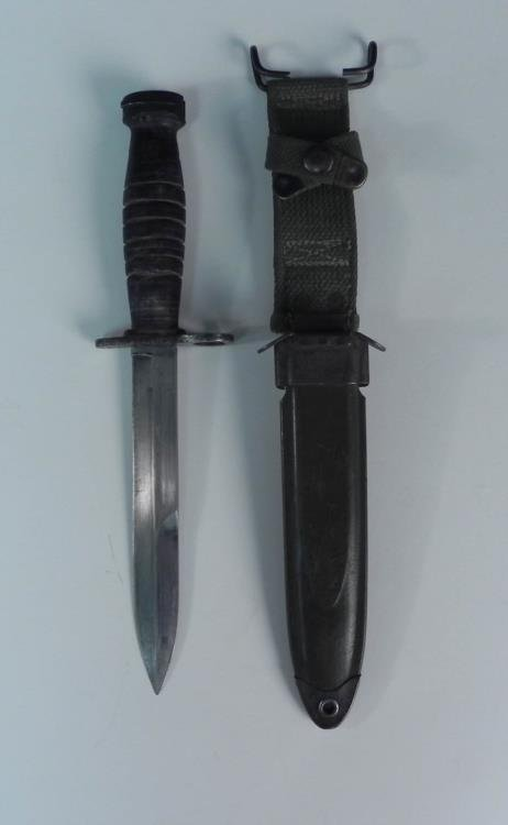 WWII US M8A1 BAYONET/FIGHTING KNIFE AND SCABBARD