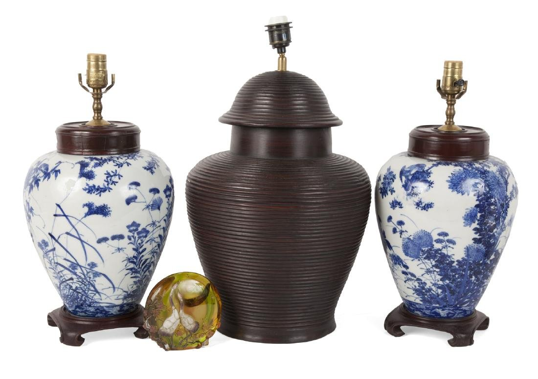 GROUP OF ASIAN THEMED ITEMS