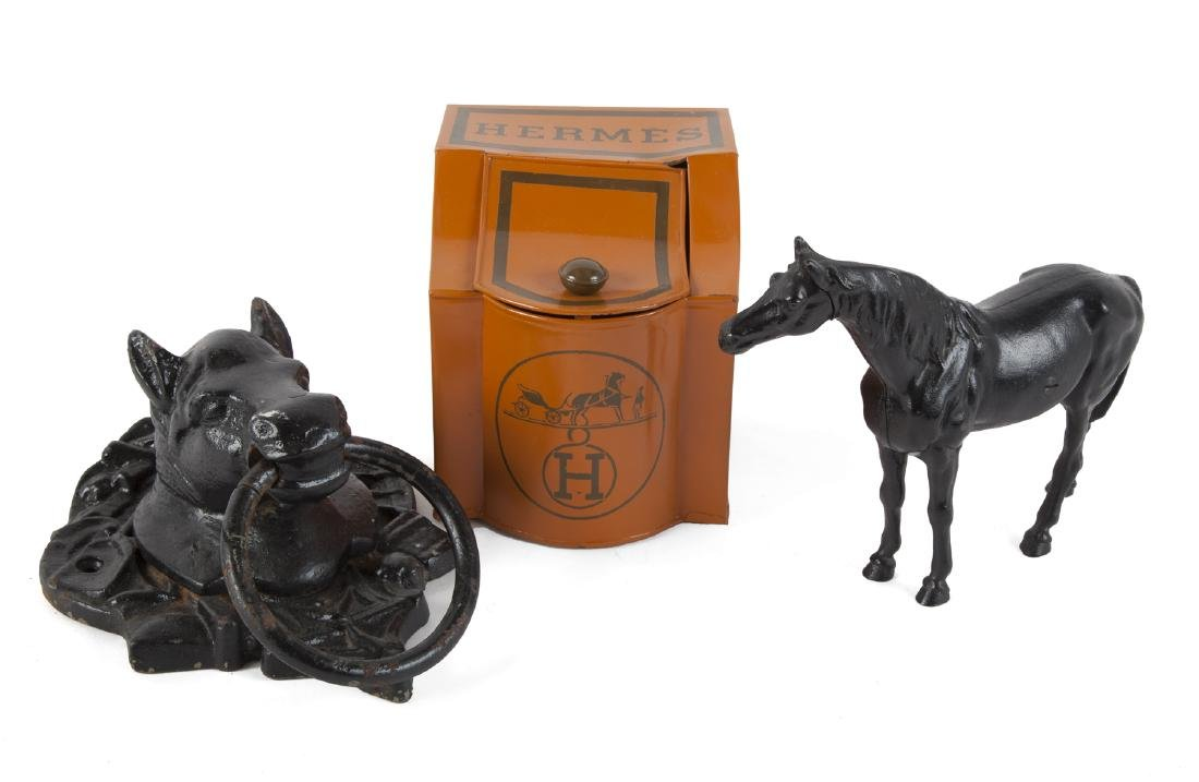 GROUP OF HORSE THEMED ITEMS