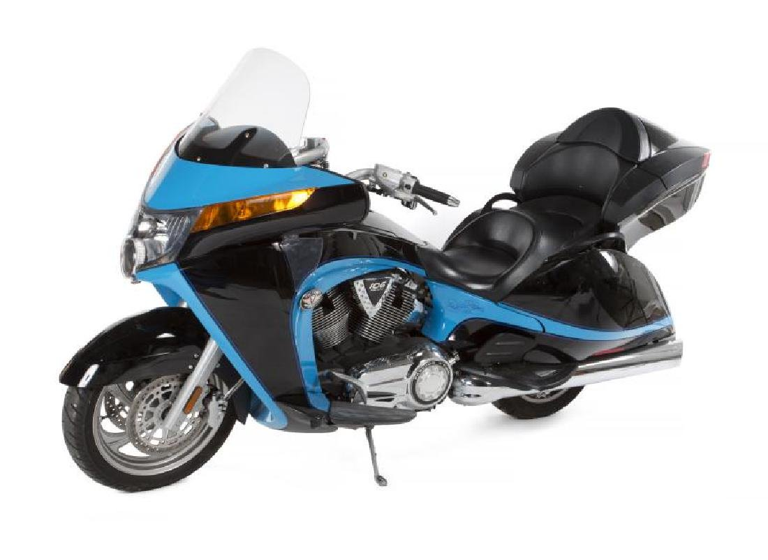 RICHARD PETTY VICTORY MOTORCYCLE WITH HELMET