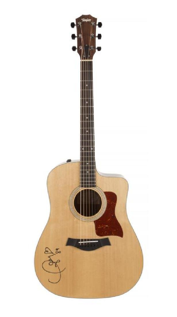 TAYLOR SWIFT SIGNED GUITAR •