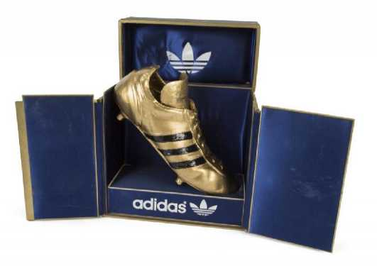 4bc2d74af48 ... WORLD CUP PLAYER TROPHY · placeholder DIEGO MARADONA 1980 GOLDEN BOOT