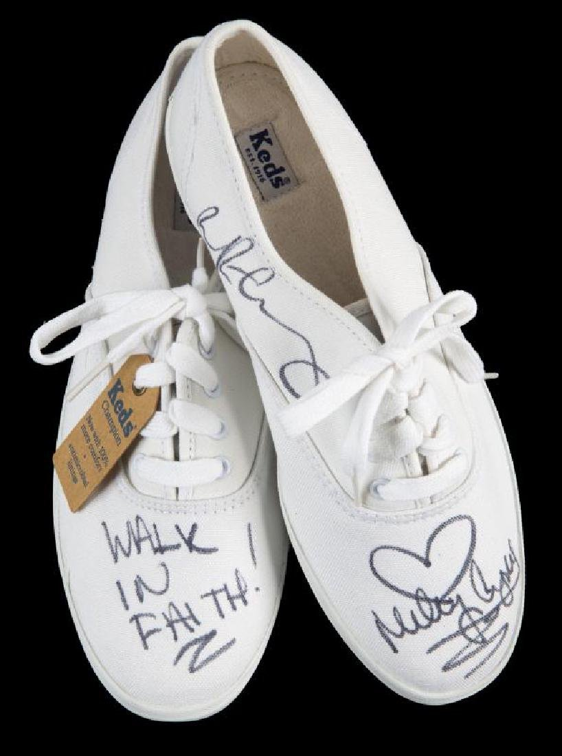 MILEY AND BILLY RAY CYRUS SIGNED KEDS