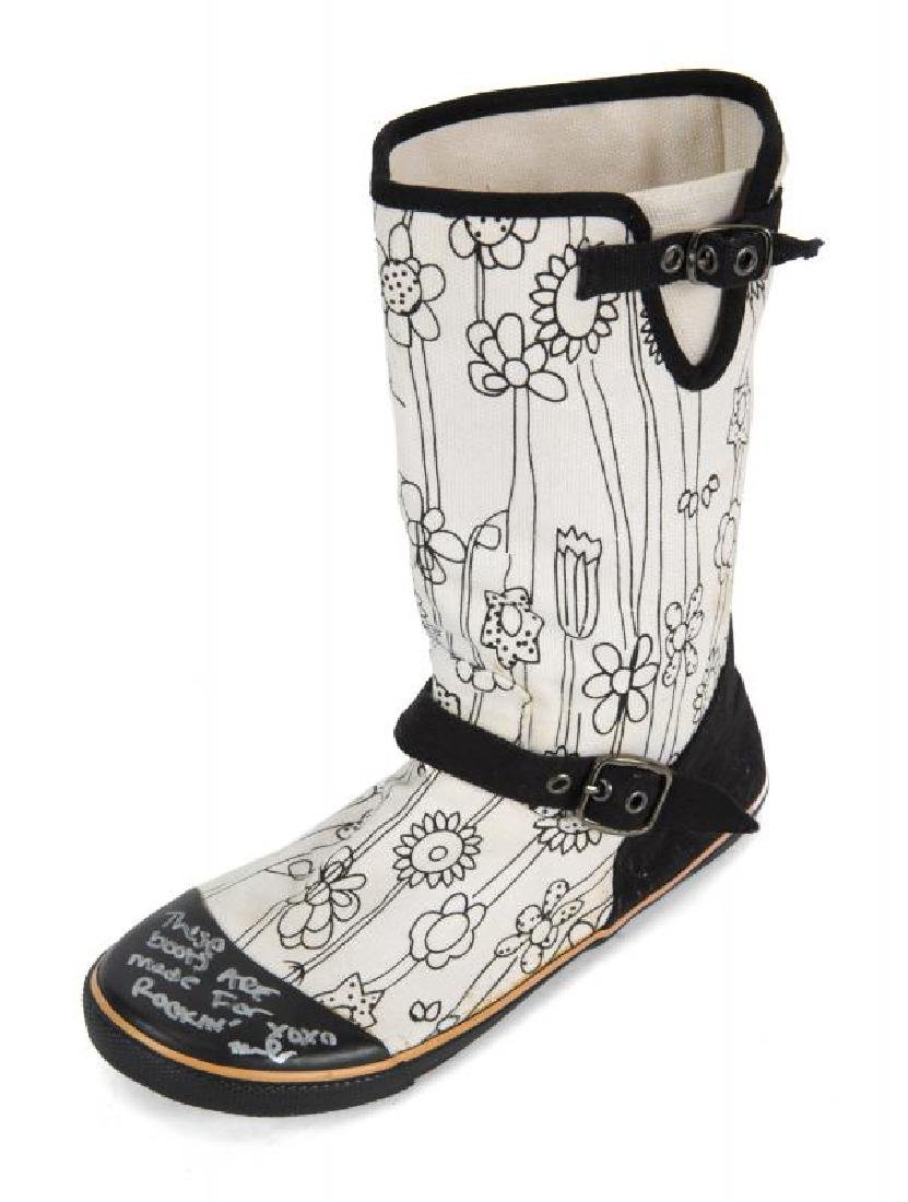 MILEY CYRUS SIGNED BOOT