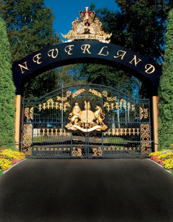110: THE MONUMENTAL NEVERLAND FRONT GATES