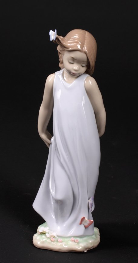 335: LLADRO FIGURINE - GIRL WITH BUTTERFLIES