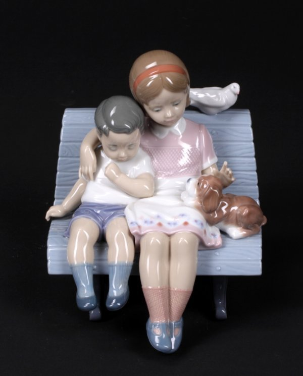 349: LLADRO FIGURAL GROUP OF A GIRL AND BOY ON A BENCH