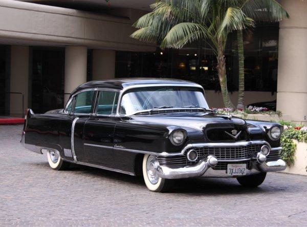 852: 1954 Cadillac Fleetwood Series 60 Special 4-Door S