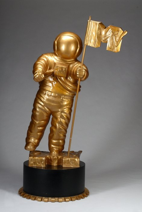 1089: LIFESIZE MTV MOONMAN