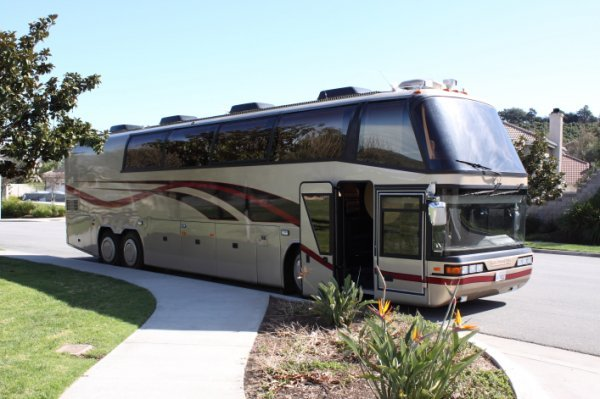 1232: 1997 Neoplan Touring Coach